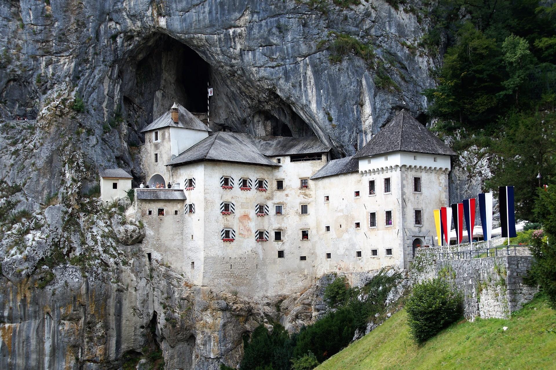 Le château De Predjama, en Slovénie.