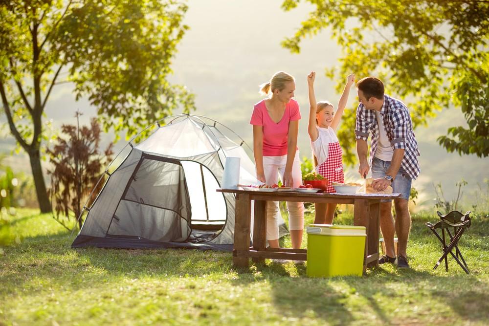 Illustration. Un camping familial.
