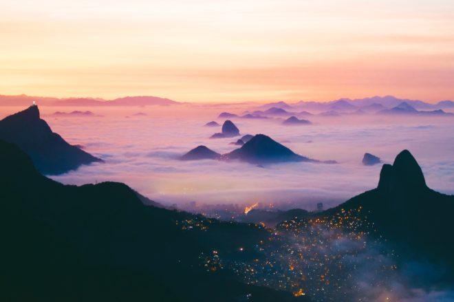 Rio dans la brume.