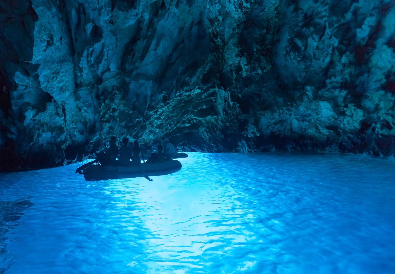 La Grotte Bleue à Bisevo, en Croatie.